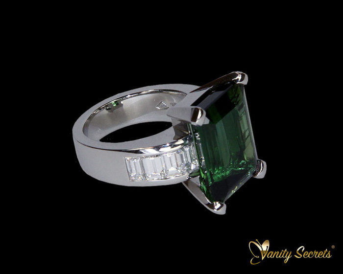 Vanity Secrets London Ring Green Tourmaline