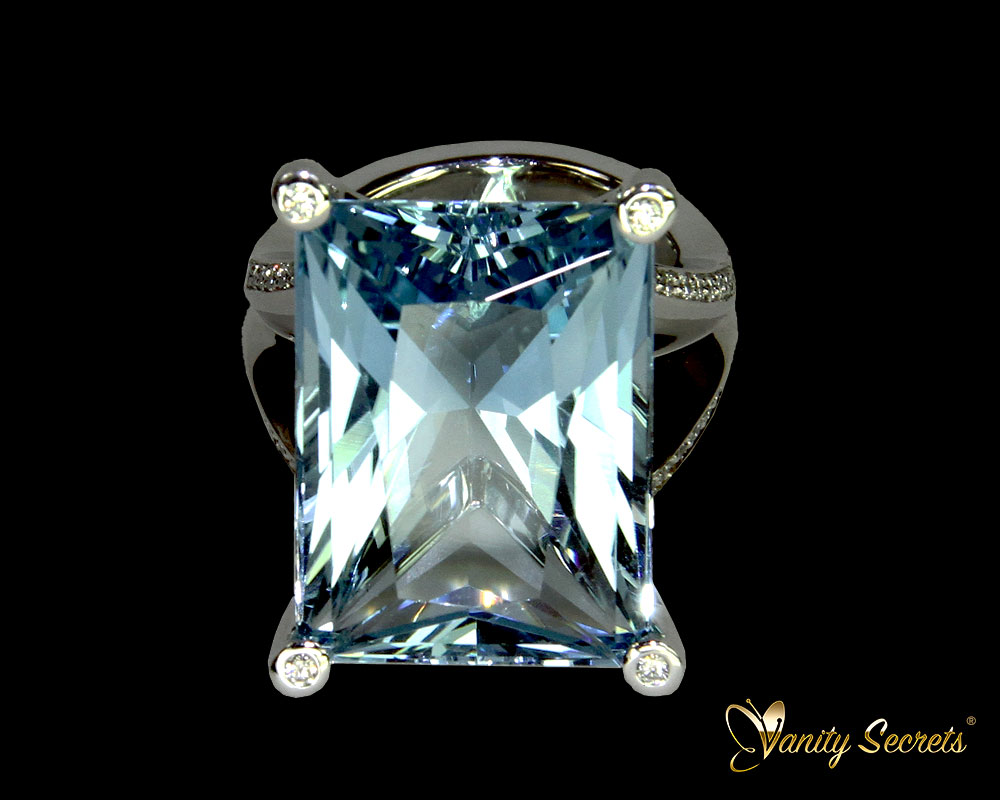 Vanity Secrets London Ring Brazilian Aquamarine princess cut