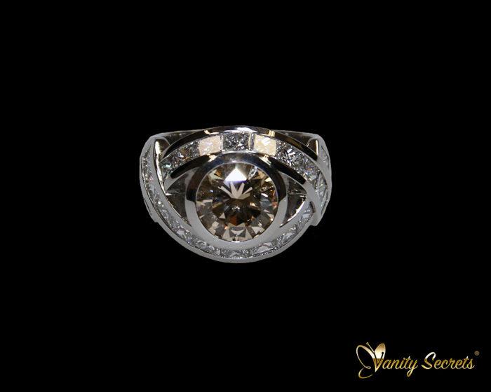 High Jewelry Vanity Secrets Brilliant Light Brown