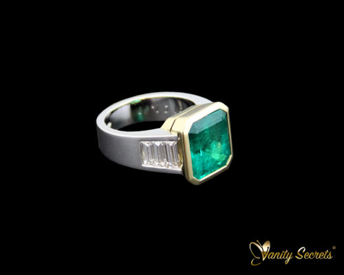 High Jewelry Ring Colombian Emerald
